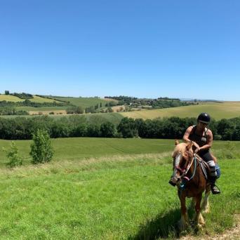 a cheval 3